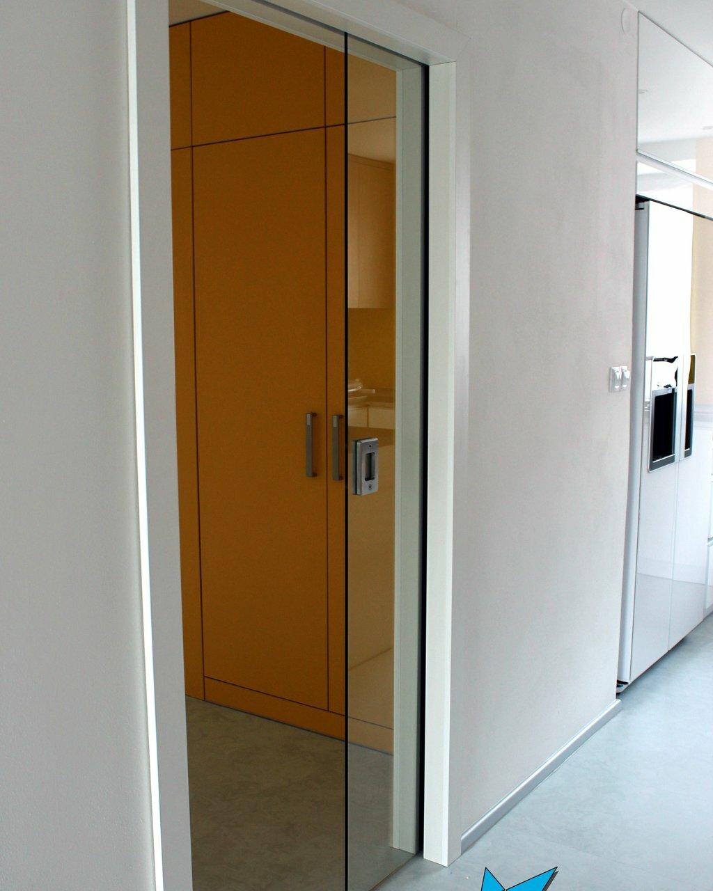 Skleněné dveře do pouzdra